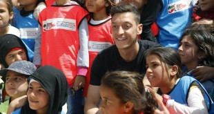 مسعود أوزيل في زيارة إنسانية لمخيم الزعتري
