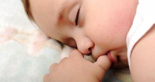 دراسة: مص الأصابع وقضم الأظافر صحي للأطفال