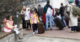 """سوريون قدامى في ألمانيا يساعدون اللاجئين الجدد…وآخرون """"يسمسرون"""" عليهم"""