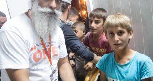 متطوعون سيخ جاؤوا لمساعدة اللاجئين السوريين ، فظنهم اللاجؤون أنهم من داعش