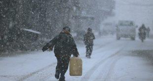 """تحذيرات من شتاء هو """"الأقسى""""…والسوريون يعدَمون وسائل التدفئة"""