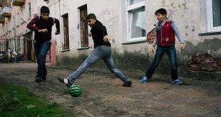 إلحاق الأطفال بالمدارس: صراع اللاجئين السوريين الشاق في روسيا