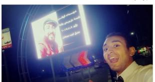 """شاب مصري يلتقط """"سيلفي"""" مع صورته وهو شهيد"""