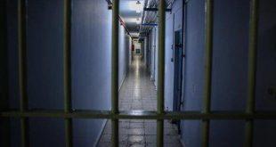 المعتقلون الفلسطينيون يعلقون إضرابهم عن الطعام