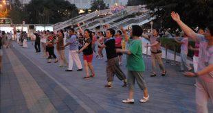 رقص الميادين.. رياضة منتشرة تلقى رواجا كبيرا في الصين