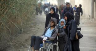 الآلاف ينزحون من الغوطة والأسد يزور قواته فيها