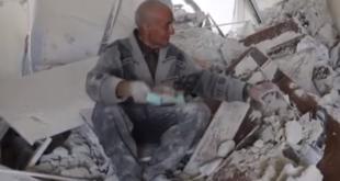 جد الأيتام يلملم ذكرياته بين ركام الغوطة