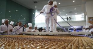 تركيا تصنع أكبر طبق بقلاوة في العالم