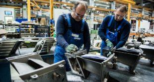شركات ألمانيّة تفضّل توظيف اللاجئين ..والبيروقراطيّة تعيقها