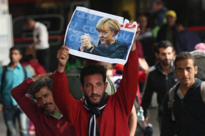 الحكومة الألمانية نفت بحث ترحيل السوريين - انترنت