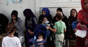 """مخيم """"موريا"""" للاجئين في اليونان.. معتقل ينتحر فيه الأطفال"""
