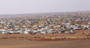 """""""الخوذ البيضاء"""" تعرض مساعدة النازحين في مخيم الركبان"""