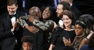 بعد خطأ غير مسبوق.. (مونلايت) يقتنص جائزة أوسكار أفضل فيلم