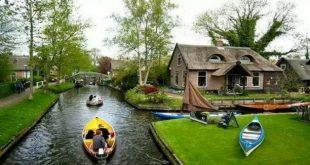 هذه البلدة بلا شوارع وسكانها يتنقلون بالقوارب