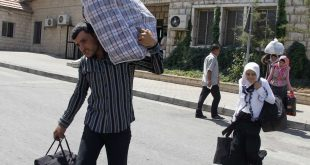 صنداي تايمز: لاجئون سوريون يعودون لديارهم الخربة