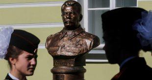 تمثال جديد لستالين في ممر الحكام بموسكو