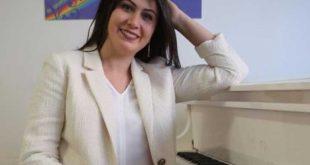 «إلينا» عازفة البيانو الروسية… من سائحة إلى مكتشفة للمواهب التركية