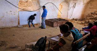 """المناهج المدرسية في مناطق سيطرة """"داعش"""": تعليم العنف والتطرف"""
