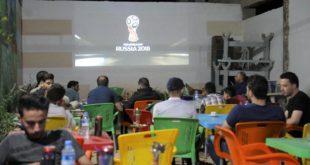 سوريون يتابعون كأس العالم - سراقب - عامر السيد علي