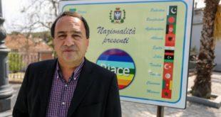 إيطاليا توقف عمدة مشهور لدعمه قضايا المهاجرين